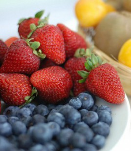 Dark fruits to reduce cellulite
